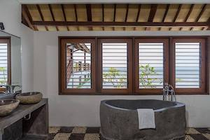 bathroom-lodge-medewi