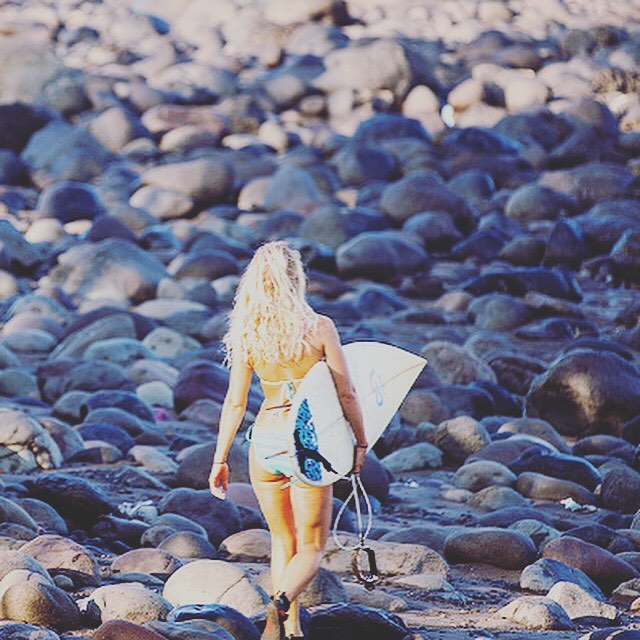 girl-surf-resort