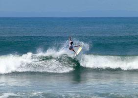 medewi-surfer
