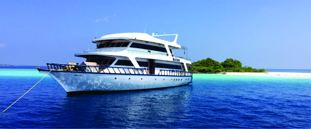 Surf charter Maldives
