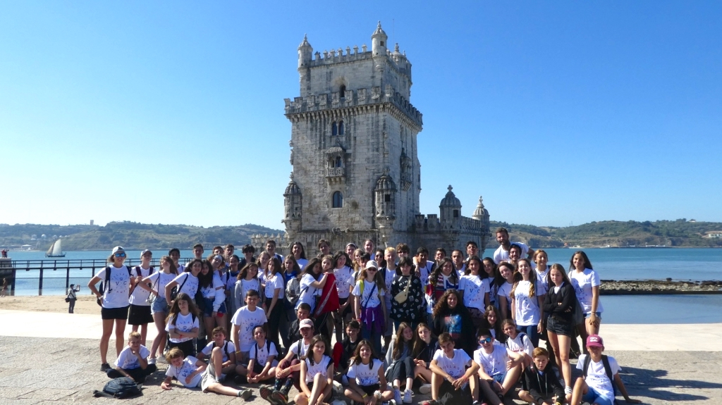 Praia de Santa Cruz Adventure and Surf Teen Camp